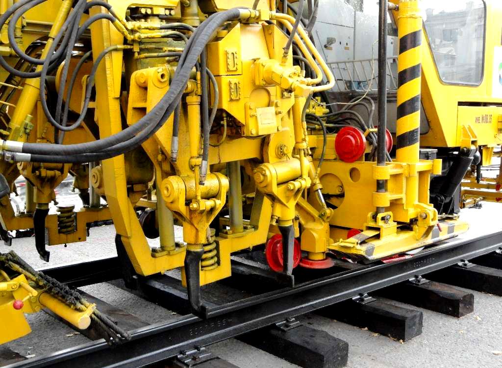 В 2010 году одна машина ВПРС-03 была изготовлена и отправлена в Ливию для начавшегося было там...