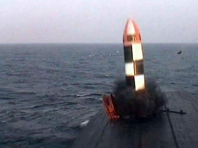 фото с запуском подводной лодки