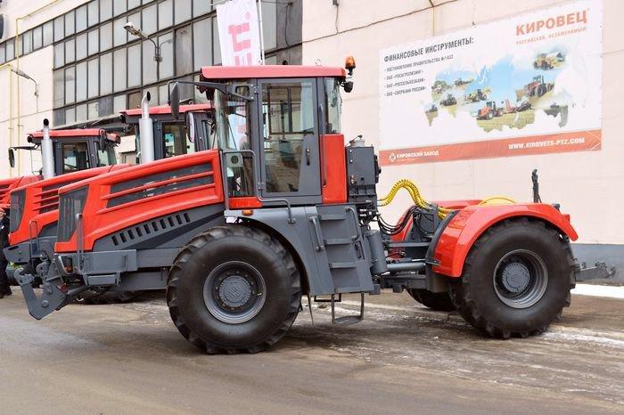 Кировский завод начал поставки своего нового трактора вЕвропу